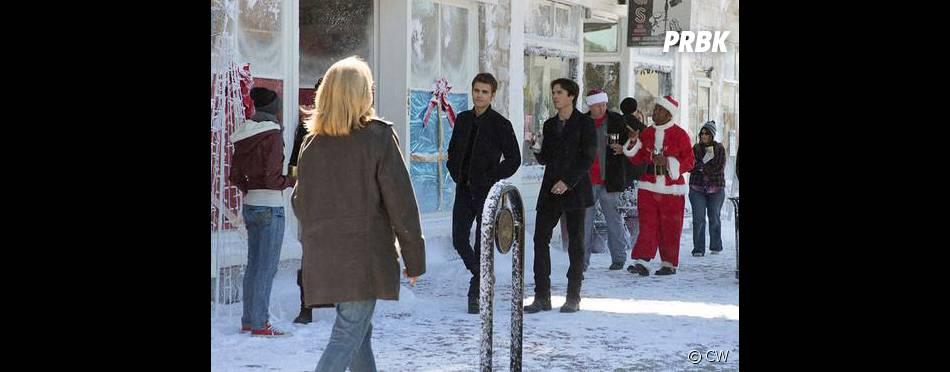 The Vampire Diaries saison 7, épisode 9 : Stefan (Paul Wesley) et Damon (Ian Somerhalder) sur une photo