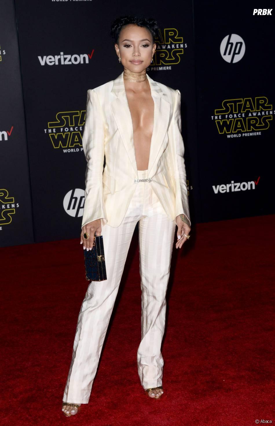 Karrueche Tran nue sous sa veste à l'avant-première de Star Wars 7, le 14 décembre 2015 à Los Angeles