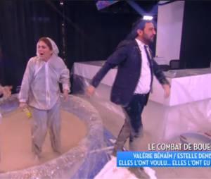 Valérie Bénaïm, Estelle Denis et Cyril Hanouna dans la boue le 7 janvier 2016 dans TPMP sur D8