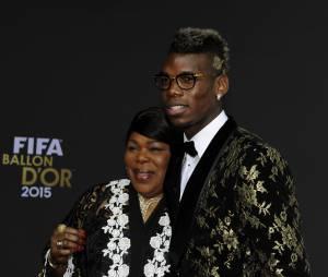 Paul Pogba et sa maman lors de la cérémonie du Ballon d'or 2015 à Zurich, le 11 janvier 2016