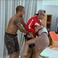 "Emilie (Friends Trip 2) attaque Nicolas et tente de le gifler, Ricardo ""galoche"" Marine"