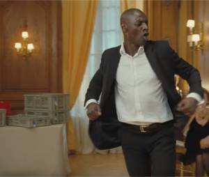 Omar Sy danse sur Earth, Wind And Fire dans Intouchables