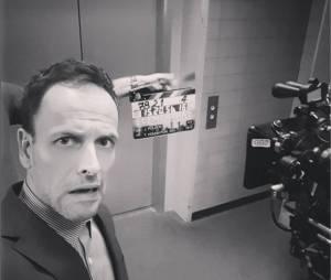 Elementary : les photos délirantes de Jonny Lee Miller sur le tournage