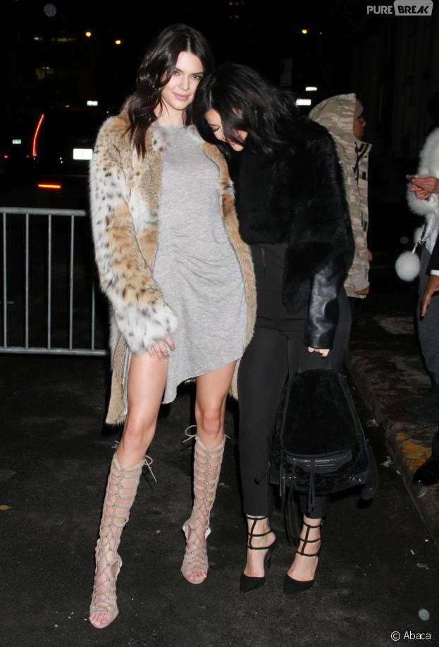 Kendall Jenner et Kylie Jenner complices à New York le 8 février 2016 pour présenter leur nouvelle collection de vêtements