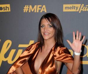 Friends Trip 2 : Julia Paredes décolletée aux Melty Future Awards 2016, au Grand Rex, le 16 janvier