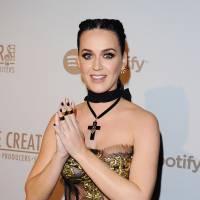 """Katy Perry est une fausse enfant morte : la théorie complotiste WTF sur sa """"vraie"""" identité"""