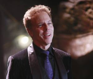 Once Upon a Time saison 5, épisode 13 : Hades (Greg Germann) sur une photo