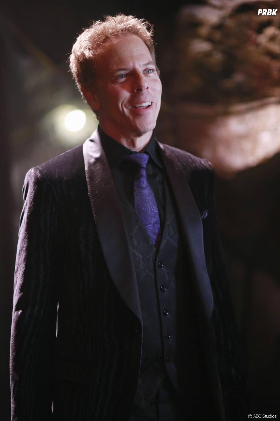 Once Upon a Time saison 5, épisode 13 : Hades (Greg Germann) sur une photo