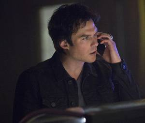The Vampire Diaries saison 7, épisode 17 : Damon (Ian Somerhalder) sur une photo