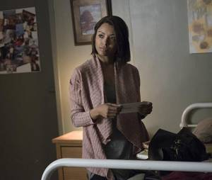 The Vampire Diaries saison 7, épisode 18 : Bonnie (Kat Graham) sur une photo