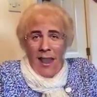 Une mamie découvre les filtres Snapchat pour la première fois... C'est à mourir de rire