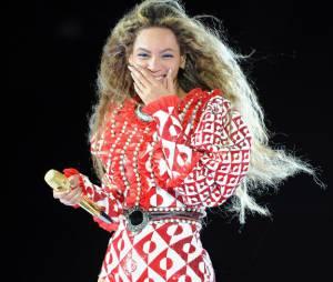 Beyoncé invite deux fans sur scène.