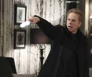Once Upon a Time saison 5, épisode 21 : Hades (Greg Germann) sur une photo