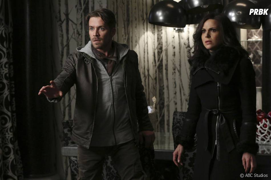 Once Upon a Time saison 5, épisode 21 : Regina (Lana Parilla) et Robin (Sean Maguire) sur une photo