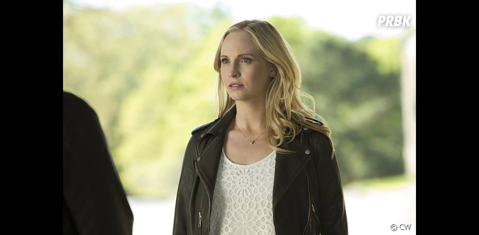 The Vampire Diaries saison 7, épisode 22 : Caroline (Candice Accola) sur une photo