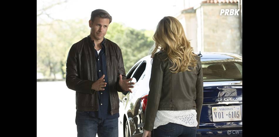 The Vampire Diaries saison 7, épisode 22 : Alaric (Matt Davis) sur une photo