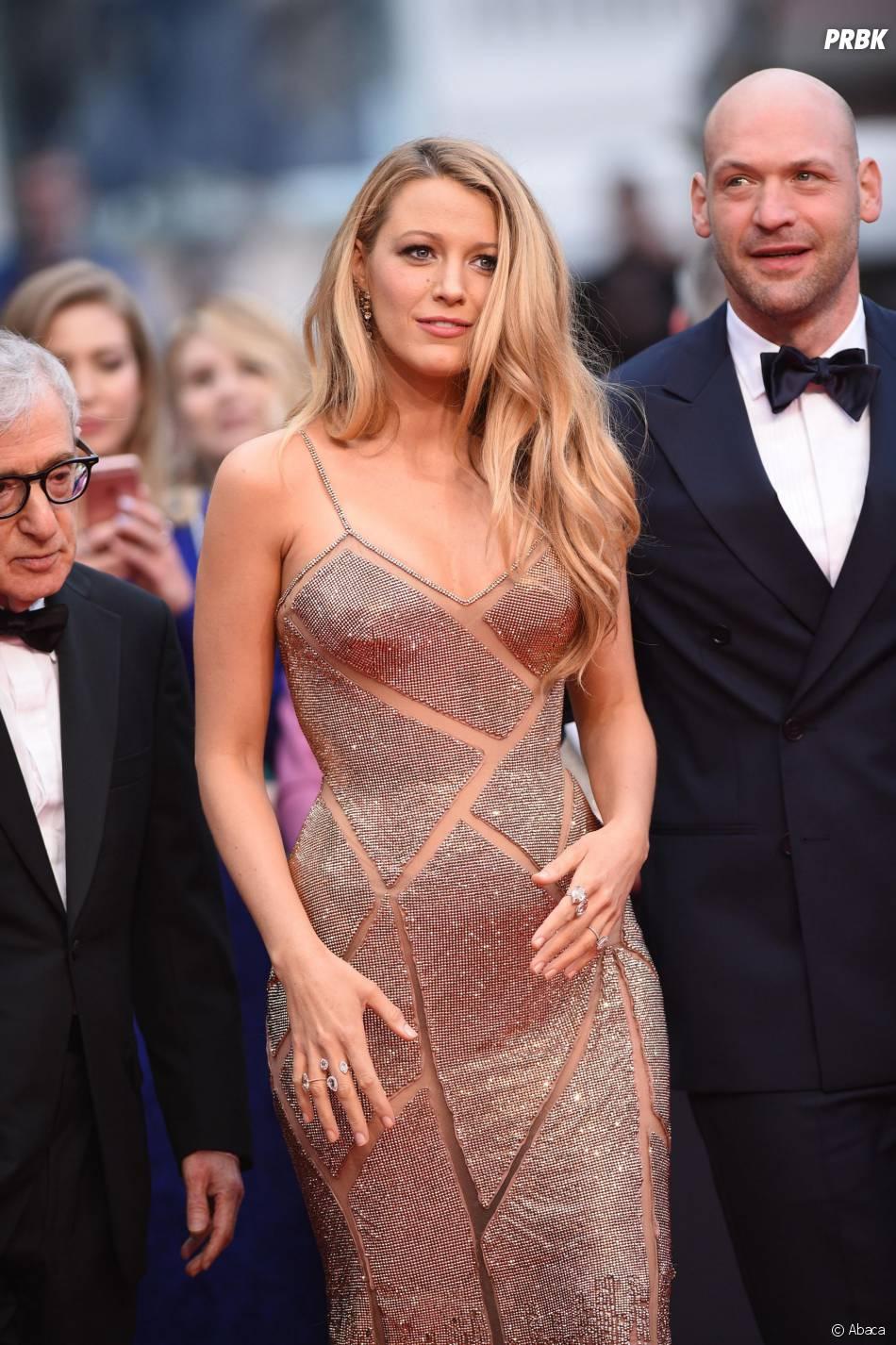 Blake Lively glamour sur le tapis rouge de la soirée d'ouverture du Festival de Cannes le 11 mai 2016