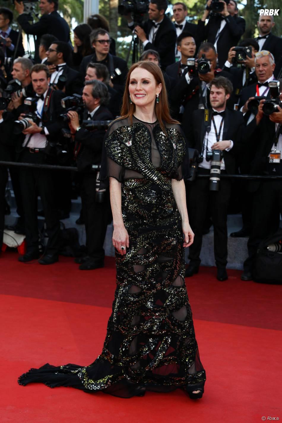 Julianne Moore sur le tapis rouge de la soirée d'ouverture du Festival de Cannes le 11 mai 2016