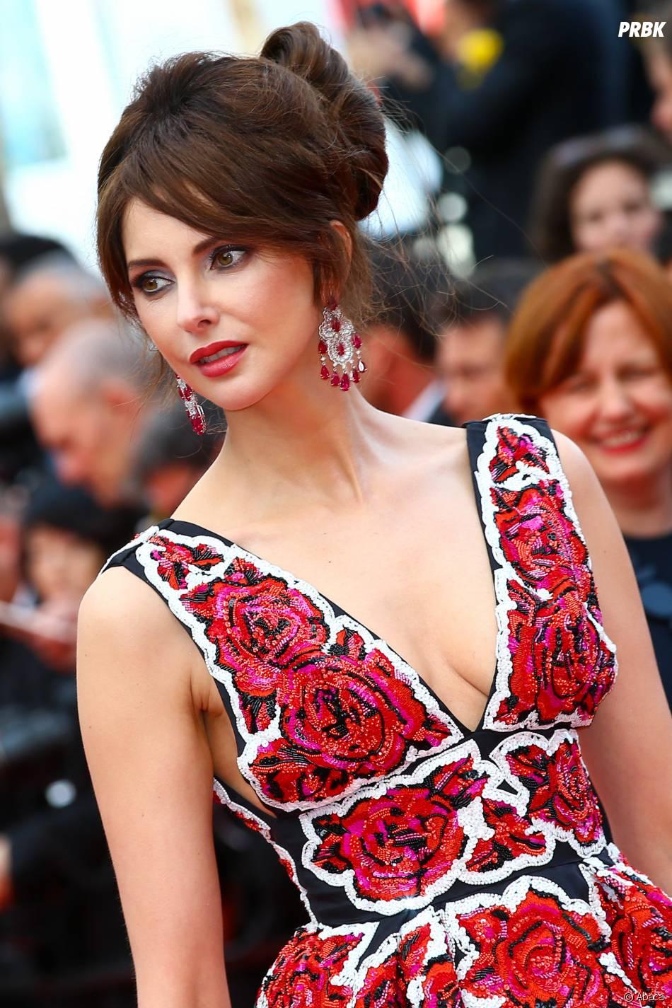 Frédérique Bel sur le tapis rouge de la soirée d'ouverture du Festival de Cannes le 11 mai 2016