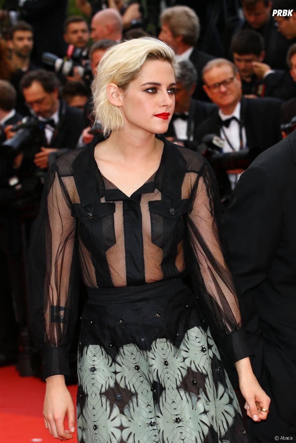 Kristen Stewart en robe transparente sur le tapis rouge de la soirée d'ouverture du Festival de Cannes le 11 mai 2016