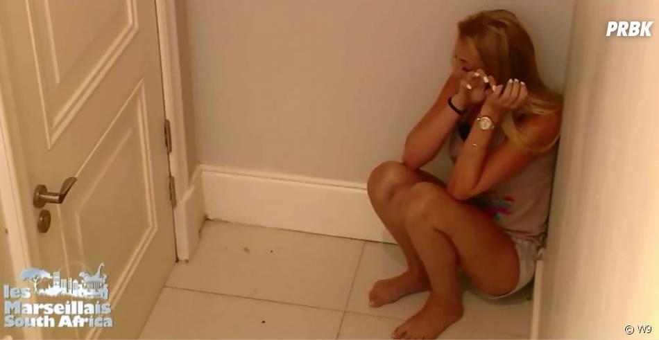 Triste, Fanny (Les Marseillais South Africa) explose en pleurs.