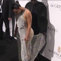 Kim Kardashian en galère avec sa robe longue et moulante au Festival de Cannes 2016