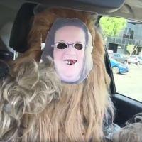 Chewbacca met un masque de Candace Payne, la meilleure réponse au fou rire du moment