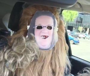 Chewbacca met un masque de Candace Payne, la meilleure réponse !