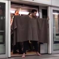 Game Of Thrones : un fan sème le chaos dans le métro à Rennes déguisé en Hodor !