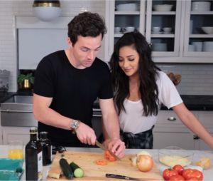 Shay Mitchell recrute Ian Harding pour un tuto de cuisine sur YouTube