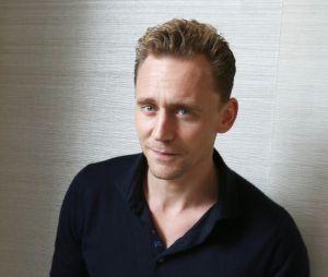 """Tom Hiddleston : Le chéri de Taylor Swift élu """"plus belles fesses de l'année"""""""