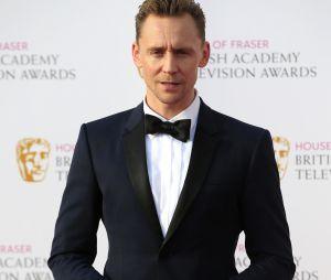 Tom Hiddleston et ses fessessuccèdent ainsi à Daniel Radcliffe en 2015, ou encore Robbie Williams en 1999
