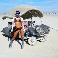 Katy Perry, Scott Eastwood, Paris Hilton... Les stars sexy au Burning Man, elles se lâchent 🔥