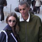 Stromae : cheveux longs et lunettes, son nouveau look stylé avec sa femme Coralie à la Fashion Week