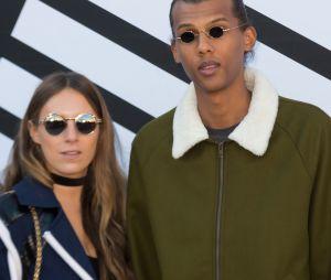 Stromae et sa femme Coralie à la Fashion Week parisienne.