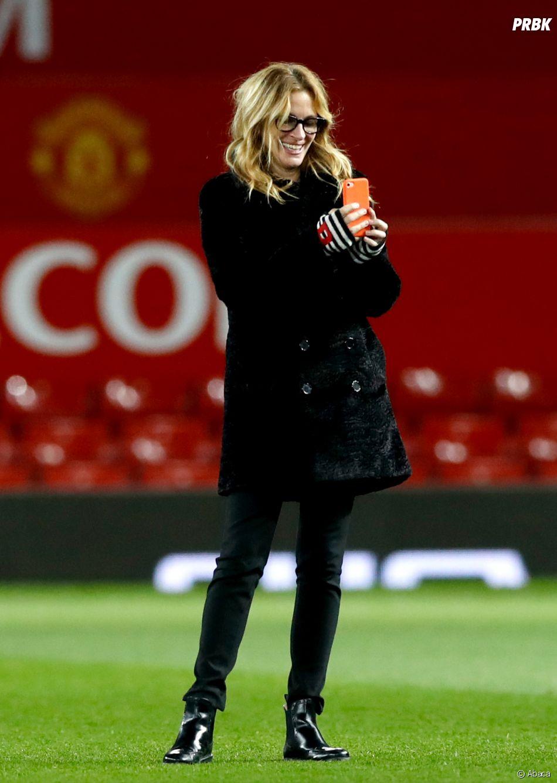 Avant de rencontrer Paul Pogba, Julia Roberts a suivi le match de Manchester United et est même allée sur la pelouse.