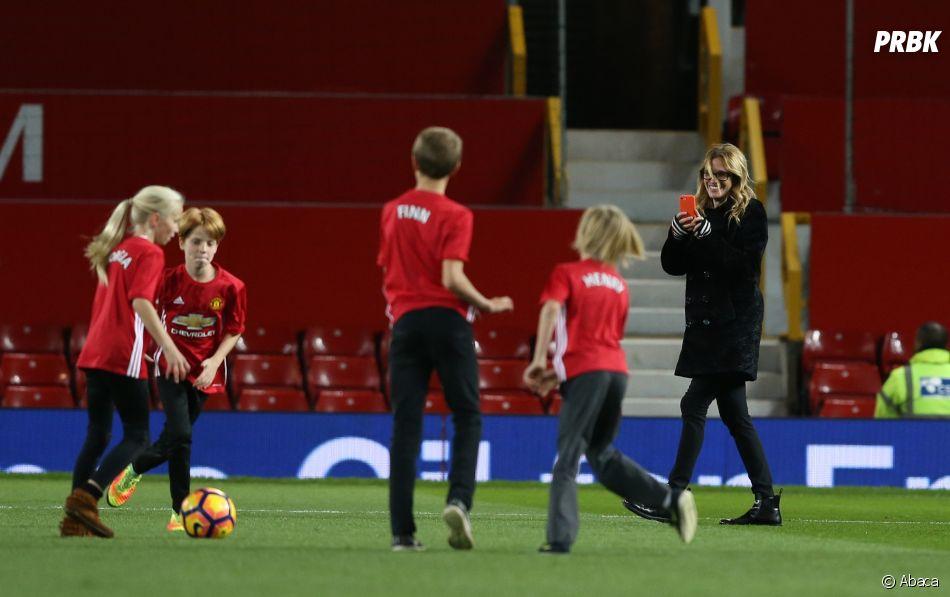 Après le match de Manchester United, Julia Roberts est descendue sur la pelouse avec sa famille.