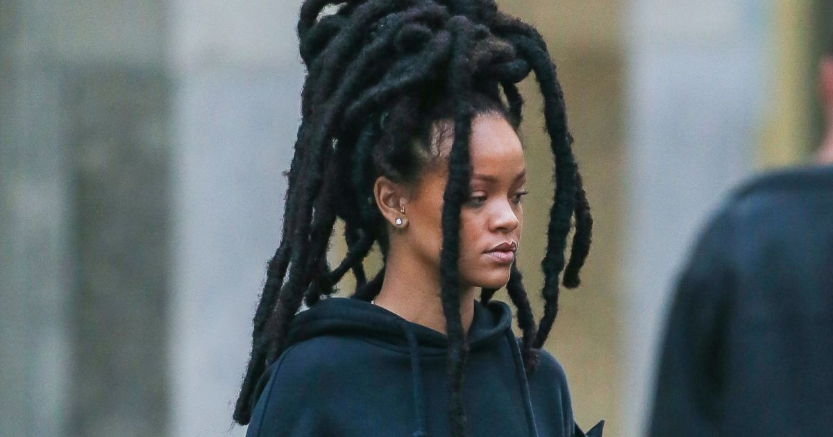 Rihanna change de tête : les maxi dreadlocks sont de retour - Purebreak
