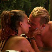 Vincent (Les Princes de l'amour 4) embrasse Cinthia devant Jennifer, elle ne réagit pas