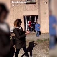 Ricardo Pinto et Nehuda accompagnés de la police : ils affirment qu'on leur a volé leur chien Tyson