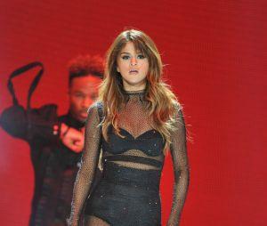Selena Gomez et The Weeknd bientôt la rupture ? Le chanteur continuerait de parler à son ex Bella Hadid, mais Selena voudrait qu'ils coupent les ponts !