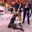 Capucine Anav sexy dans TPMP : elle tombe par terre après avoir perdu un défi !