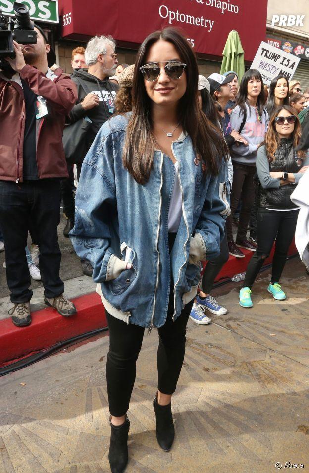 Demi Lovato a elle aussi craqué pour la tendance des vestes en jean !