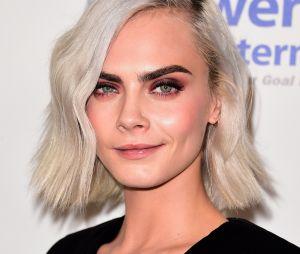 Fini les cheveux blancs ou blonds pour Cara Delevingne : découvrez sa nouvelle coupe courte et sa couleur rose !