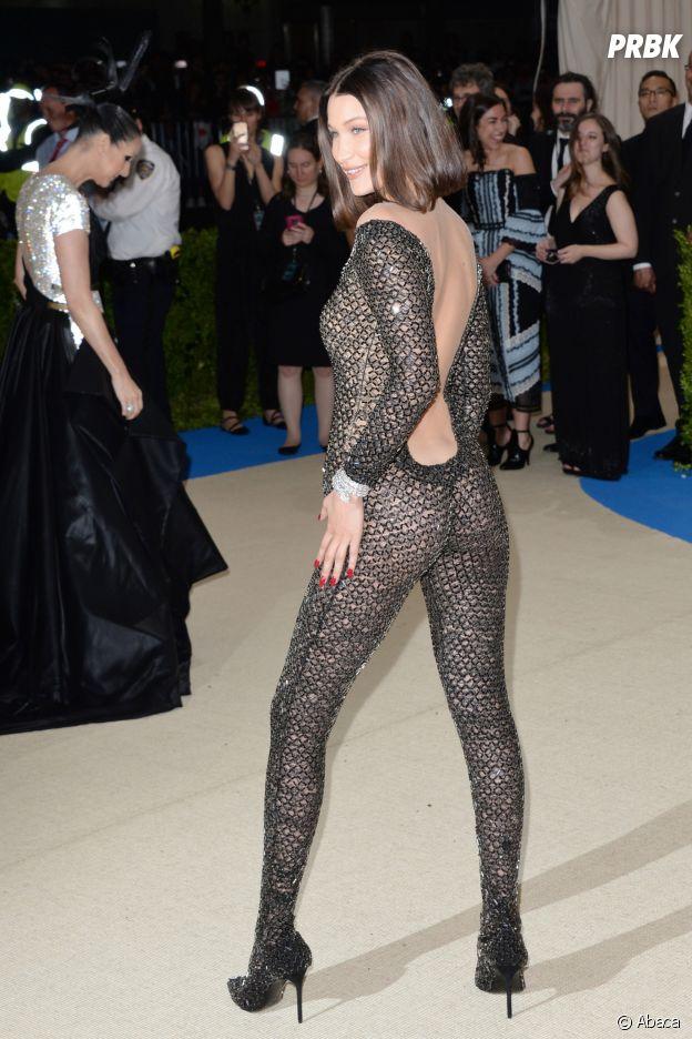 Bella Hadid en combi transparente au MET Gala 2017 le 1er mai à New York