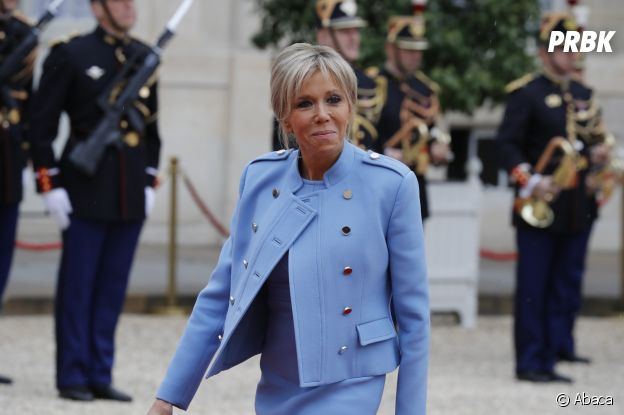 Emmanuel Macron : sa femme Brigitte Macron fait le buzz lors de la cérémonie d'investiture le 14 mai 2017