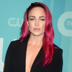 Caity Lotz (Legends of Tomorrow) ose les cheveux roses : son changement de look girly