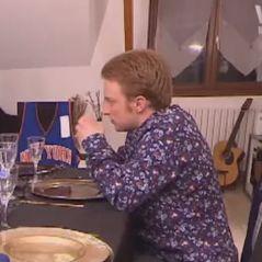 Anthony Lyricos dans Un dîner presque parfait : excédée, une candidate veut lui lancer un couteau