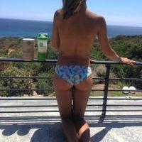 Mélanie Dedigama (MELAA2) sexy : topless et fesses à l'air sur Instagram