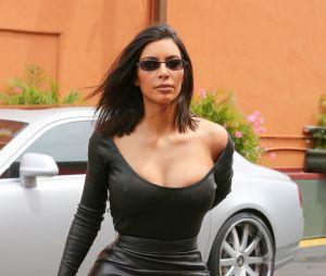Kim Kardashian est fan de la mode sans soutien-gorge !